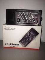 ACOUSTIC TO ELECTROACUSTIC GUITAR CONVERTER W/EQ